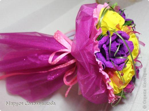 У коллеги был день рождения. Делала букет на скорую руку из тех роз, что вообщем-то крутила для другого букета.. фото 4