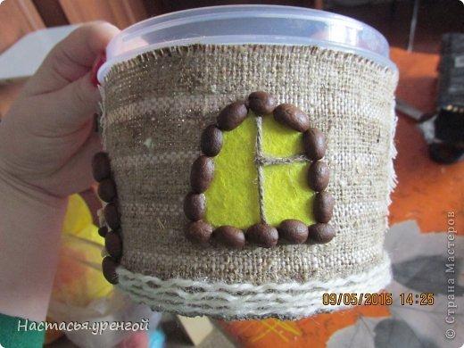 для  работы потребуются: мешковина, кофе, джутовый шпагат, пластиковый круглый контейнер для пищи, пластиковая тара из под чего нибудь(у меня из-под сельди), проволочка, картон. фото 26