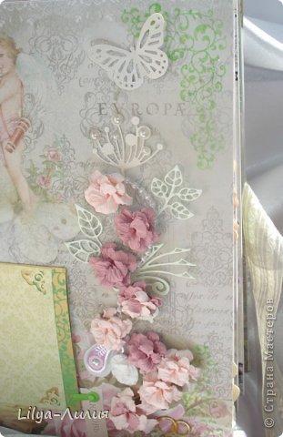"""Попросила любимая подружка альбом на подарок, к годавщине ее свадьбы. И вот что из этого получилось... Свадьба была не в белом платье, поэтому странчки есть достаточно яркие, они не """"перебьют"""" своей  яркостью фото невесты и жениха. Альбом получился большой 30*30 и на 16 страницах. (поэтому фото много надеюсь досмотрите до конца)))) )  Везде где есть бантики, на подложках для фото, соответственно по несколько фотографий.  Всего альбом на 61 фото +тэги (если пожелают)  фото 9"""