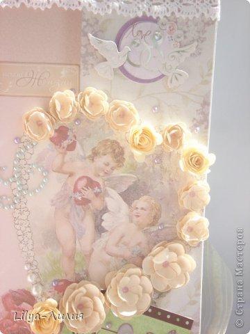 """Попросила любимая подружка альбом на подарок, к годавщине ее свадьбы. И вот что из этого получилось... Свадьба была не в белом платье, поэтому странчки есть достаточно яркие, они не """"перебьют"""" своей  яркостью фото невесты и жениха. Альбом получился большой 30*30 и на 16 страницах. (поэтому фото много надеюсь досмотрите до конца)))) )  Везде где есть бантики, на подложках для фото, соответственно по несколько фотографий.  Всего альбом на 61 фото +тэги (если пожелают)  фото 20"""