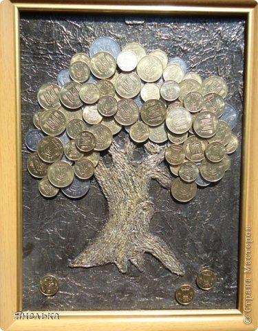 Всем доброго времени суток! Вот и я вырастила монеточное деревце (в подарок на ДР маминой подруге) делала с удовольствием, и процесс понравился и результат порадовал. Вдохновилась замечательными работами в Стране, но основную идею взяла тут https://stranamasterov.ru/node/578436 фото 1