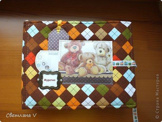 Альбом для мальчика, вмещает около 40 фото, обложка из картона, обтянутого хлопком с прослойкой из синтепона, переплет по МК Виноградовой. Оччень нравится ткань, сочетания цветов) фото 1
