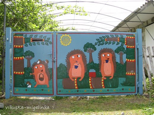 Искала рисунки ёжиков, чтоб обновить ворота,  так как старые  рисунки и облезли, и надоели, вот нашла таких вот красавцев, которых нарисовал Дмитрий А. Дмитриев, и сразу же влюбилась в них ))) Кому интересно, можете посмотреть этих ёжиков здесь: http://ejik-land.ru/pictures/page23.html