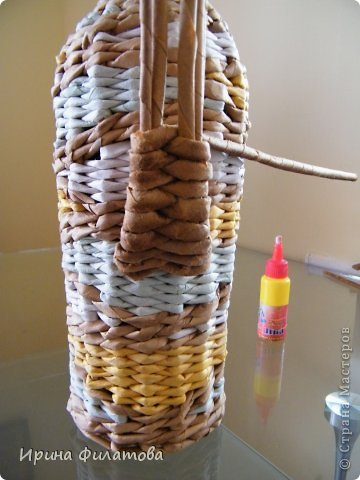 Мастер-класс Поделка изделие Плетение Наряжаем бутылочку   Бумага газетная Бутылки стеклянные Трубочки бумажные фото 31