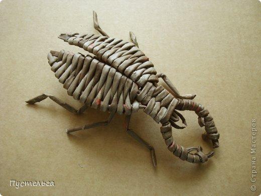 Для чаепития у Мухи-Цокотухи нужно было сплести жука. Выбрала из множества картинок жука-оленя. Но сплела бы всех, их так много и все такие разные!!! Одни с большой, тяжёлой головой, рогами (или одним рогом), другие с бусинкой вместо головы... Поэтому одного универсального способа плетения жуков быть не может, начало у всех разное, а далее должно сложиться шесть основ - две для брюшка и две пары для крыльев. Выбирайте любого и за дело!