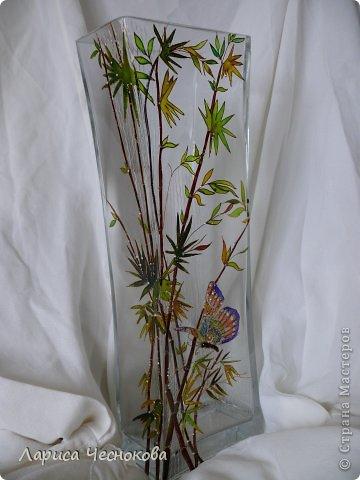 p1340465 Вазы из стеклянных бутылок: декор, роспись и обрезка