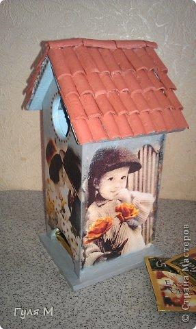 вот такой чайный домик сделали на память учительнице нулевого класса. Крышу помогал делать папа )))) Черепица из декоративной глины фото 3