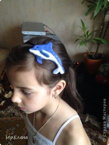 Племянница попросила дельфина. И что бы его можно было носить как заколку или ободок. Вот что свалялось. Украсила стразами, для большего блеска. фото 2
