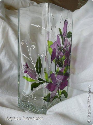 p1340734 Вазы из стеклянных бутылок: декор, роспись и обрезка