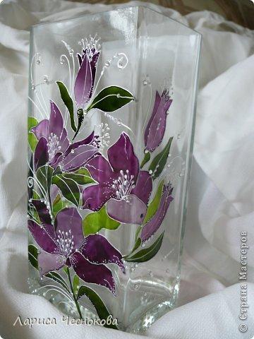 p1340736 Вазы из стеклянных бутылок: декор, роспись и обрезка