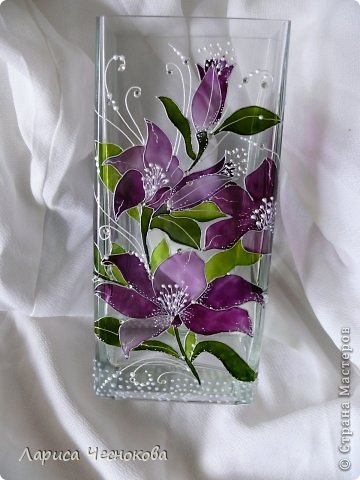 p1340738 Вазы из стеклянных бутылок: декор, роспись и обрезка