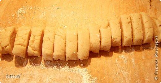 Всем здравствуйте! Сегодня рекомендую рецепт приготовления закусочных трубочек. Часто остается вареное куриное мясо. В этом рецепте мяса много  не надо- хватило недоеденных остатков от половинки курочки.  фото 6
