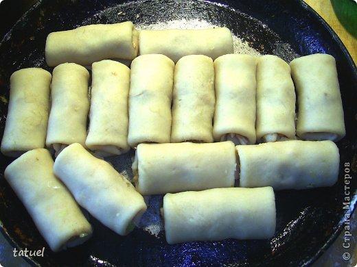 Всем здравствуйте! Сегодня рекомендую рецепт приготовления закусочных трубочек. Часто остается вареное куриное мясо. В этом рецепте мяса много  не надо- хватило недоеденных остатков от половинки курочки.  фото 11