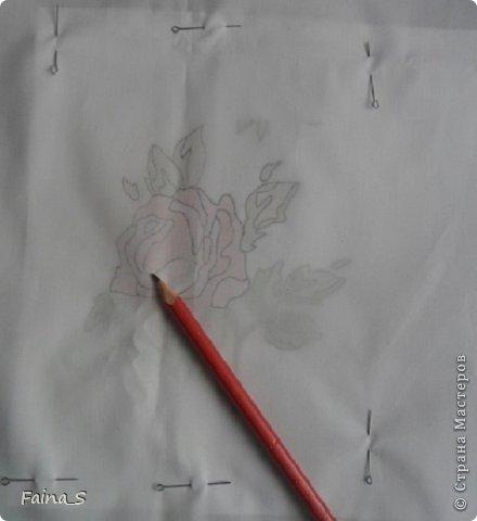 Подушка «Роза». Подушка выполнена по книге Тоне Финнангер «Тильда. Загородный дом». В книге описано, как сшить подушку, но нет описания вышивки розы. Поэтому предлагаю мастер-класс по вышивке гладью с настилом.<br /><br /><br /> фото 4