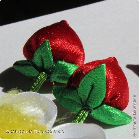 Хочу показать вам, как я делала ягодки для этих резиночек. Именно такого мастер-класса ни в стране, ни на других сайтах не видела, поэтому, надеюсь, кому-нибудь пригодится. фото 2