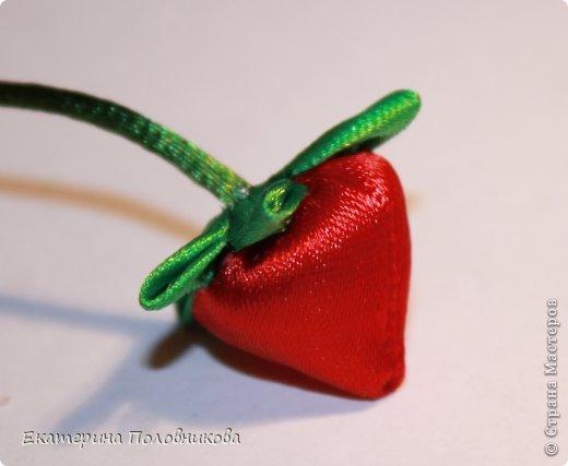 Хочу показать вам, как я делала ягодки для этих резиночек. Именно такого мастер-класса ни в стране, ни на других сайтах не видела, поэтому, надеюсь, кому-нибудь пригодится. фото 21