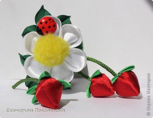 Хочу показать вам, как я делала ягодки для этих резиночек. Именно такого мастер-класса ни в стране, ни на других сайтах не видела, поэтому, надеюсь, кому-нибудь пригодится. фото 1