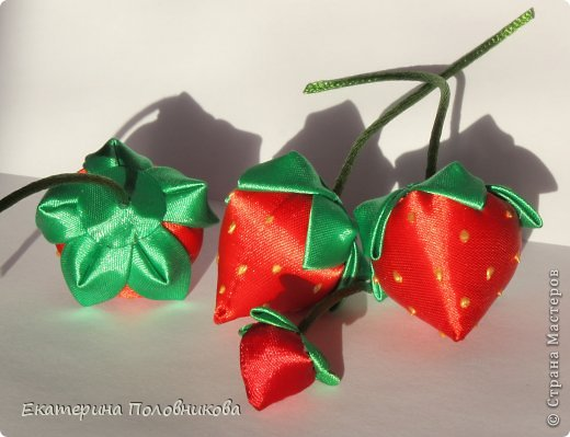 Хочу показать вам, как я делала ягодки для этих резиночек. Именно такого мастер-класса ни в стране, ни на других сайтах не видела, поэтому, надеюсь, кому-нибудь пригодится. фото 22
