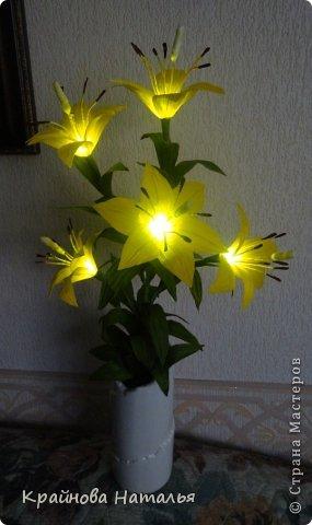 Всем здравствуйте! Продолжаю учиться кристальным цветам... На прошедшей неделе дома появилась вот такая вазочка с жёлтыми лилиями.  фото 10
