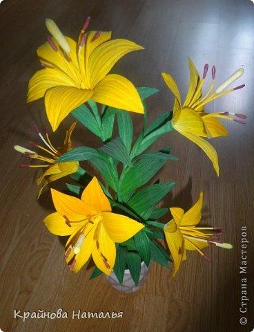 Всем здравствуйте! Продолжаю учиться кристальным цветам... На прошедшей неделе дома появилась вот такая вазочка с жёлтыми лилиями.  фото 2