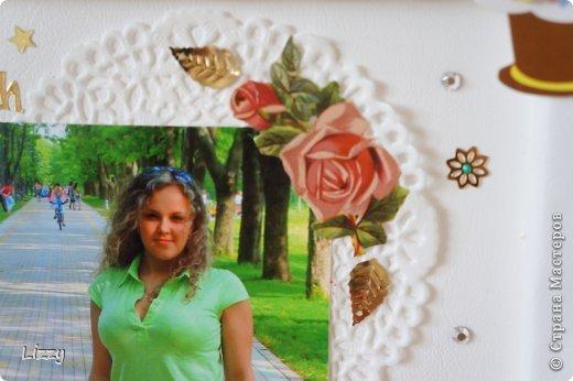 У близкой подружки юбилей, решила сделать памятный подарок. Получилось скрап-панно в бюджетном варианте. Основной цвет белый, так как она рентгенолог. фото 8