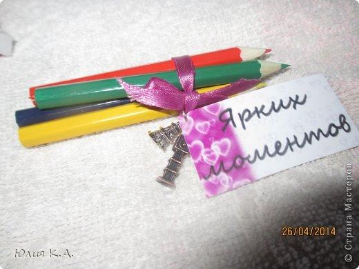 В апреле у подруги была свадьба, но дарить банально деньги в конверте как-то совсем не хотелось. И вот мои поиски привели меня сюда.. А тут стоооолько всего интересного. Глаза сразу разбежались и захотелось сделать всё и сразу! Потом взяла себя в руки, вдохновилась бумажным тортиком с пожеланиями от sutorikhina (ссылка http://stranamasterov.ru/node/410249) и решила сотворить сиё чудо, но своё. Готовый тортик, вид сверху фото 10