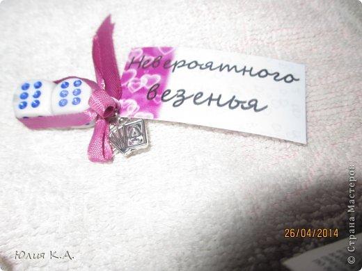 В апреле у подруги была свадьба, но дарить банально деньги в конверте как-то совсем не хотелось. И вот мои поиски привели меня сюда.. А тут стоооолько всего интересного. Глаза сразу разбежались и захотелось сделать всё и сразу! Потом взяла себя в руки, вдохновилась бумажным тортиком с пожеланиями от sutorikhina (ссылка http://stranamasterov.ru/node/410249) и решила сотворить сиё чудо, но своё. Готовый тортик, вид сверху фото 13
