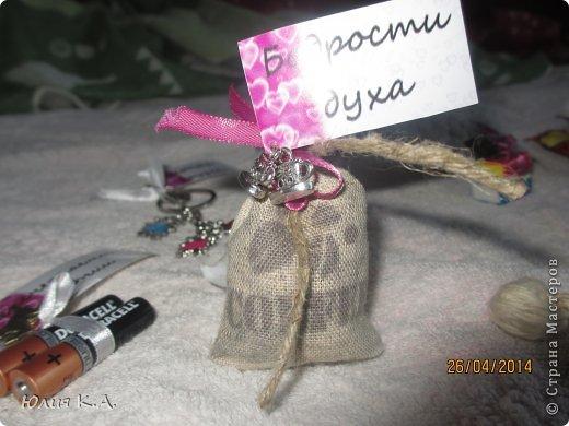 В апреле у подруги была свадьба, но дарить банально деньги в конверте как-то совсем не хотелось. И вот мои поиски привели меня сюда.. А тут стоооолько всего интересного. Глаза сразу разбежались и захотелось сделать всё и сразу! Потом взяла себя в руки, вдохновилась бумажным тортиком с пожеланиями от sutorikhina (ссылка http://stranamasterov.ru/node/410249) и решила сотворить сиё чудо, но своё. Готовый тортик, вид сверху фото 14