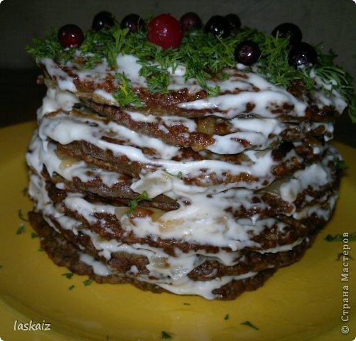 Добрый вечер! Я опять с рецептом))))) Печеночный тортик-настоящая находка для любителей этого продукта,подходит и для завтрака-обеда-ужина и к праздничному столу подать не стыдно! фото 3