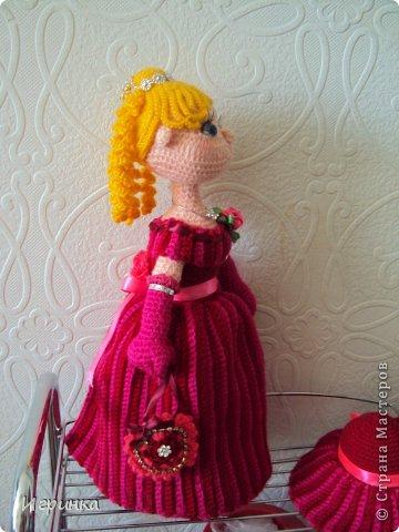 """Здравствуй, Страна! Все поделки люблю делать в двойном экземпляре. Недавно выставляла свою интеръерную куклу по описанию куклы """"Мисс Стрипс"""" - перевод Kolobok. А сегодня представляю новую куклу по этому же описанию. Получилась она на вид постарше первой, да и повыше немного. Правда имя ей еще не придумала - может мастерицы помогут мне в этом? фото 4"""