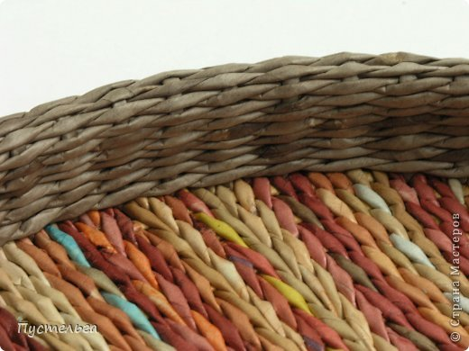 Вот такой поднос сплёлся из остаточков, отрезочков и кусочков трубочек. Идею плетения взяла у мастеров Marilyn Evans и William Stevens, их работы можно посмотреть на сайте  http://montanablueheron.com/index.php фото 11