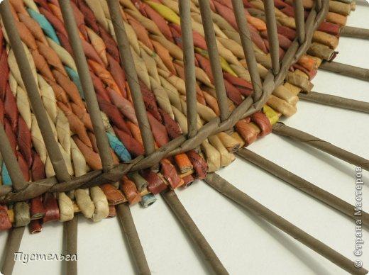 Вот такой поднос сплёлся из остаточков, отрезочков и кусочков трубочек. Идею плетения взяла у мастеров Marilyn Evans и William Stevens, их работы можно посмотреть на сайте  http://montanablueheron.com/index.php фото 8