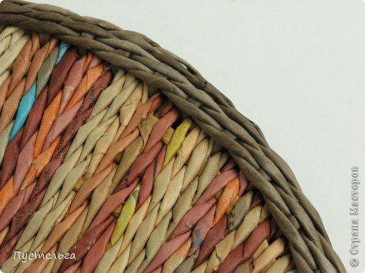 Мастер-класс Поделка изделие Плетение Поднос или утилизация трубочек Бумага газетная Трубочки бумажные фото 10