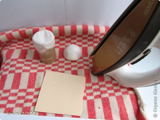 Добрый день! Предлагаю попробовать сделать веселый магнит на холодильник,у меня часто спрашивают -как я делаю куклы из фоамирана? В этом МК вы немного ознакомитесь с техникой изготовления изделий из фома. фото 13