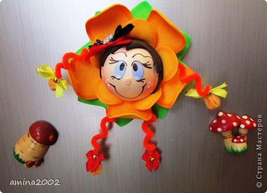 Добрый день! Предлагаю попробовать сделать веселый магнит на холодильник,у меня часто спрашивают -как я делаю куклы из фоамирана? В этом МК вы немного ознакомитесь с техникой изготовления изделий из фома. фото 1