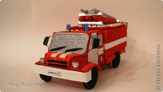 Пожарная машина из конфет пошаговое фото