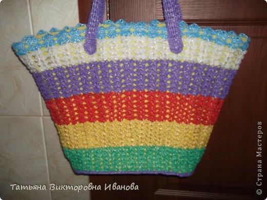 Здравствуйте, жители страны мастеров! Сегодня я вам представляю новую коллекцию сумок из полиэтиленовых пакетов. Первая сумка пляжная. фото 2