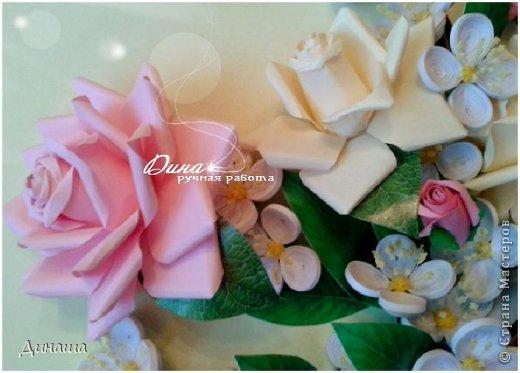 Добрый день! Хочу сегодня представить Вам мою новую работу: корзину наполненную розами и жасмином. Все цветочки сделаны в ручную до последней тычинки. Корзина - распечатка, листочки тоже. Размер картины в раме - 45 на 55 см. фото 3