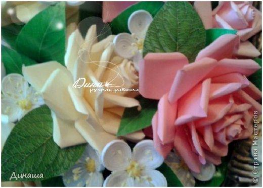 Добрый день! Хочу сегодня представить Вам мою новую работу: корзину наполненную розами и жасмином. Все цветочки сделаны в ручную до последней тычинки. Корзина - распечатка, листочки тоже. Размер картины в раме - 45 на 55 см. фото 5