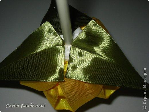 Мастер-класс Поделка изделие Цумами Канзаши Желтая роза подробный МК  Ленты Проволока фото 17
