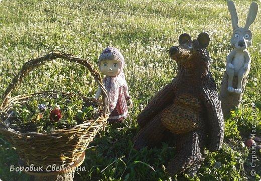 Маша и медведь. Медведь сплетен из газетных трубочек. Заяц (каркас, монтажная пена, плиточный клей) фото 12