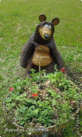 Маша и медведь. Медведь сплетен из газетных трубочек. Заяц (каркас, монтажная пена, плиточный клей) фото 3