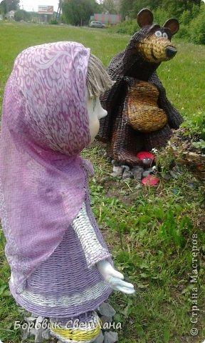 Маша и медведь. Медведь сплетен из газетных трубочек. Заяц (каркас, монтажная пена, плиточный клей) фото 6