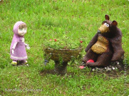 Маша и медведь. Медведь сплетен из газетных трубочек. Заяц (каркас, монтажная пена, плиточный клей) фото 10