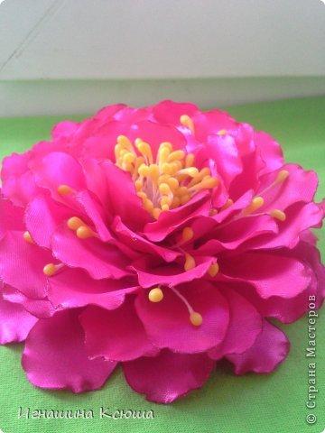 давно засматривалась на такие цветы ,  но не было тычинок (у китайцев долго ждать, а у нас городе не нашла) потом решила сделать пат сама- оказалось это просто - мука и клей ПВА  .  цветок размером- 13см.    по мастер-классу stranamasterov.ru/node/781670      только я взяла меньшее кол-во лепестков фото 5