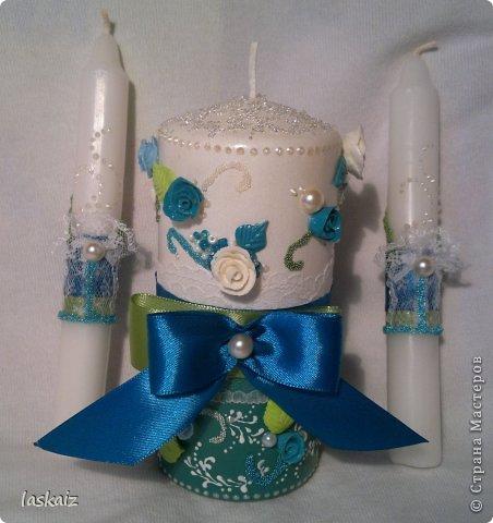 Добрый день всем,всем! Попросили сделать набор на свадьбу. Итог перед вами. Состоит из 4 бокалов,двух бутылок,большой свечи,двух маленьких, топиария,подсвечников и замочка. Теперь все по отдельности и с детальками)) фото 2