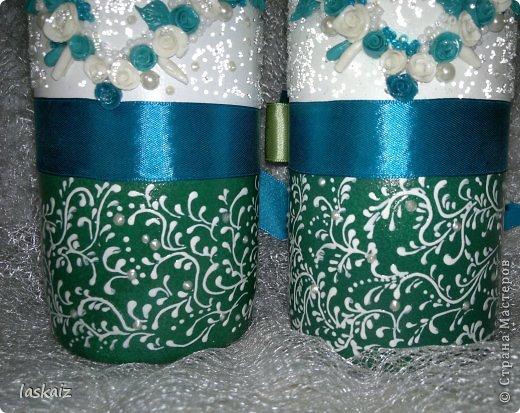 Добрый день всем,всем! Попросили сделать набор на свадьбу. Итог перед вами. Состоит из 4 бокалов,двух бутылок,большой свечи,двух маленьких, топиария,подсвечников и замочка. Теперь все по отдельности и с детальками)) фото 16