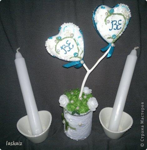 Добрый день всем,всем! Попросили сделать набор на свадьбу. Итог перед вами. Состоит из 4 бокалов,двух бутылок,большой свечи,двух маленьких, топиария,подсвечников и замочка. Теперь все по отдельности и с детальками)) фото 30