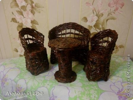 Давненько ничего не выкладывала( по причине творческого кризиса). Но я не ленилась, честно трудилась в саду-огороде. А тут заказали мебель для Монстер Хай. Сплела. Выкладываю. Только вот кукол в наличии нет, поэтому без моделей. Комплект мебели: диван, 2 кресла, столик.