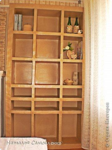 Ну, что тут поделать....люблю я делать в доме перестановку!!!! Но с каждым годом мебель становится всё тяжелее и тяжелее:-)) Да и от дизайна своей мебели под устала....хочется поменять....изменить....отдать....выбросить:-) Поэтому, картонная мебель- это как раз мебель для меня!!!! Вот такой шкаф сделала из картона, в свой уголок творчества, чтоб было всё по полочкам, чтоб в любой момент могла его переставить. Высота шкафа 2.20см., ширина 1.10см., глубина полочек 0.30см., фото 1